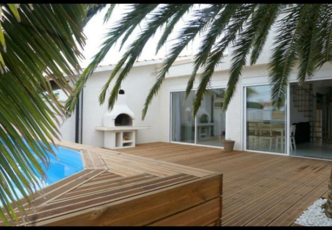 EMPURIABRAVA: House with private pool for 8 people