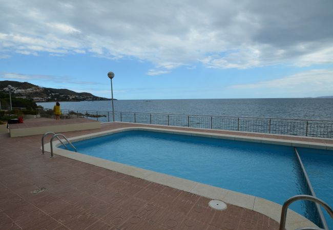 Apartment in Rosas / Roses - IRAR03-APARTAMENTO CON VISTAS AL MAR