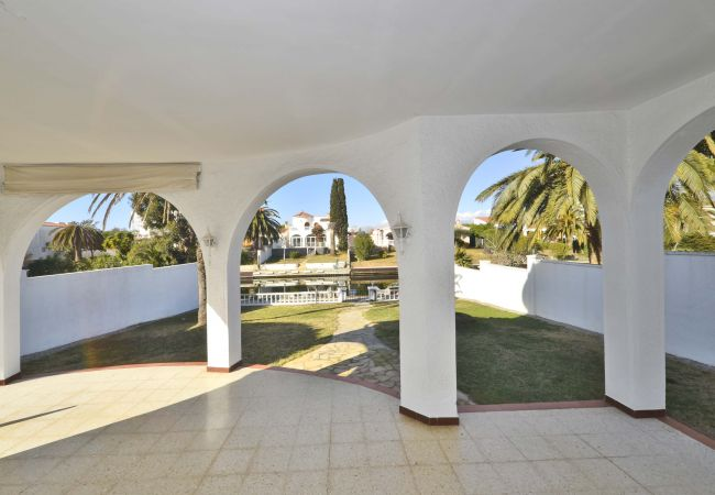 Villa in Empuriabrava - LV12 TORDERA 27 B