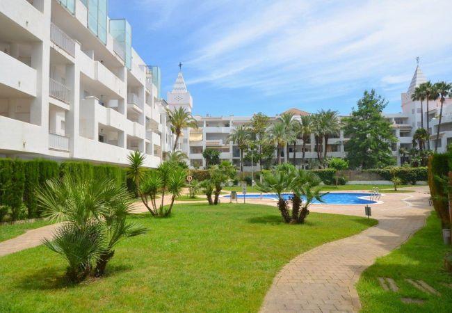 Apartment in Rosas / Roses - ISAR13-APARTAMENTO CON TERRAZA Y JARDIN