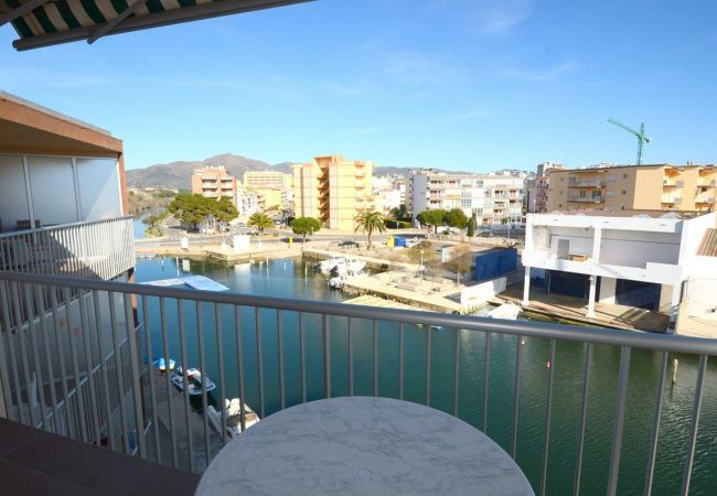 Apartment in Rosas / Roses - ISAR18- Apartamento con terraza junto al canal